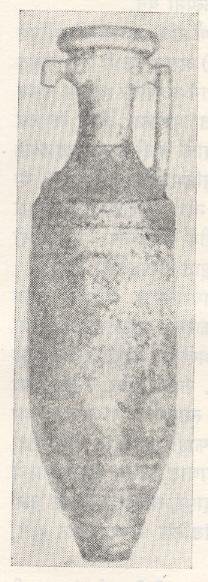 उत्खननात सापडलेला रोमन मद्यकुंभ.