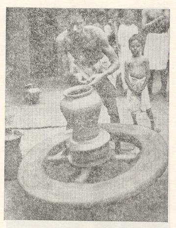 ग्रामीण भागातील परंपरागत कुंभारकाम