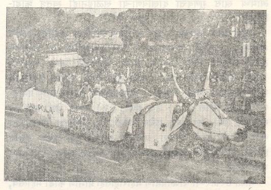प्रजासत्ताक दिनानिमित्त (१९८३) दिल्ली येथे झालेल्या संचलनात, महाराष्ट्र राज्याच्या सांस्कृतिक संचालनालयातर्फे सादर करण्यात आलेला 'बैलपोळा' हा चित्ररथ.