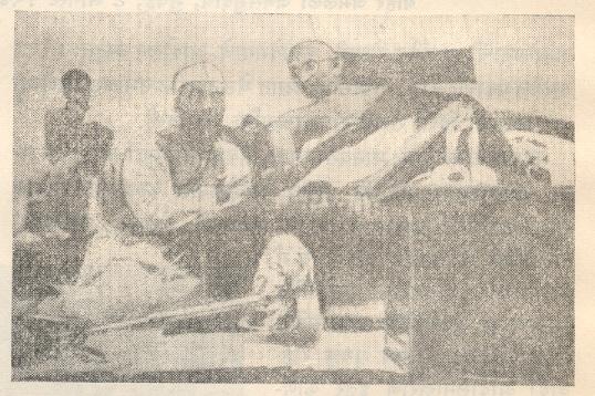अ. भा. क्राँग्रेस समितीच्या बैठकीत महात्मा गांधी आणि पं. नेहरू, ८ ऑगस्ट १९४२.