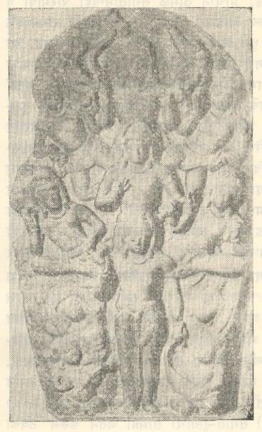 शिव या संगीताच्या देवतेच्या रूपात मानवरूपधारी सप्तस्वर दर्शविणारे शिल्प, खाली चार प्रमुख वाद्यधारक शिवगण वाकाटक, इ. स. चौथे शतक.