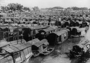 'सँपॅन' - कँटन नदीवासींच्या बंदिस्त होड्या